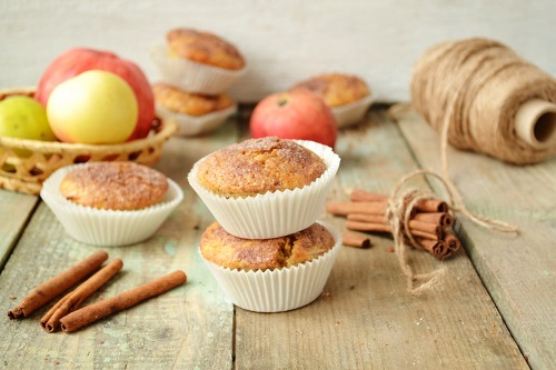 Apple muffins with cinnamon and halva