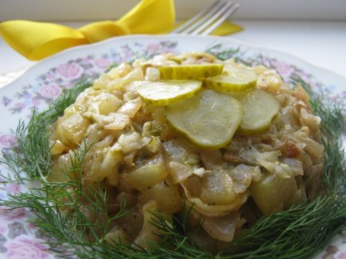 "Салат ""Зелене Літо"" з кабачками і малосольним огірочком"