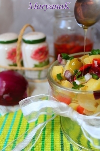 Салат картопляний з в'яленими помідорами
