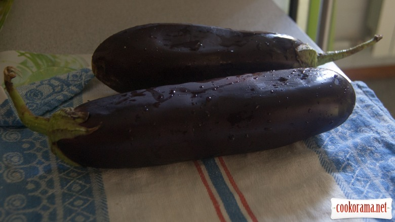 Spicy eggplants with carrots