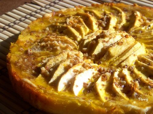 Яблочный пирог с медом и лимоном