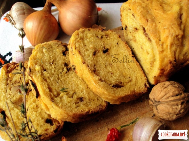 Pumpkin bread with onions and nuts