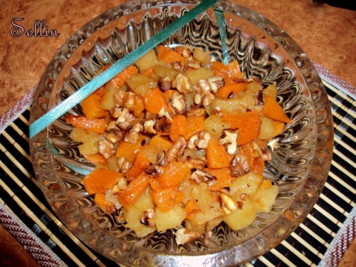 Салат з запеченого гарбуза і яблука з корицею