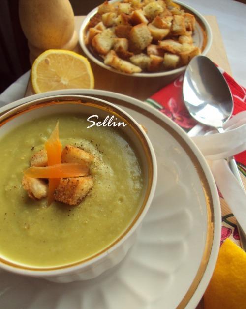 Крем-суп із зеленого горошку і грінками