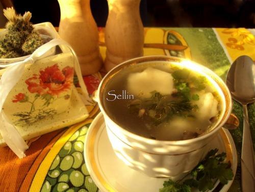 Суп з грибними пельменями