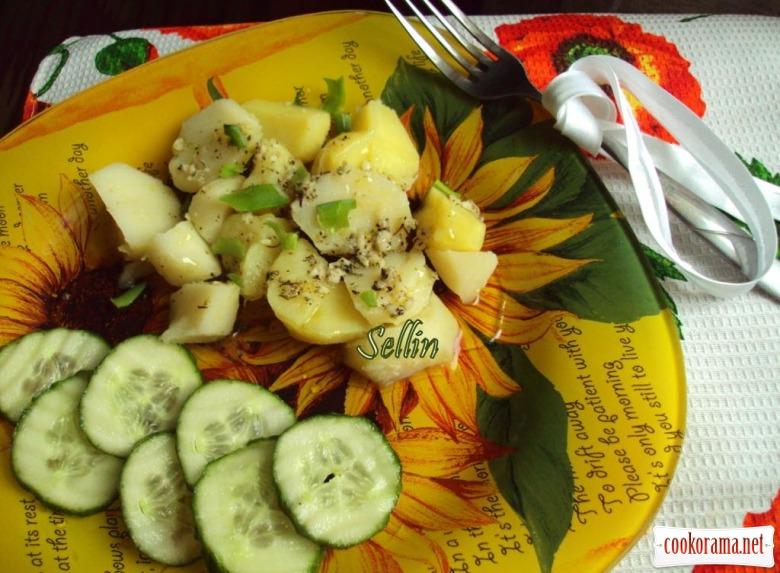 Теплий картопляний салат