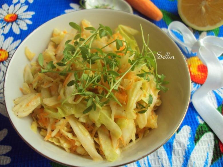 Весняний салат з капустою і крес-салатом