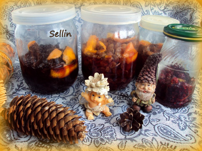 Заспиртовані сухофрукти, або заготовки для різдвяної випічки