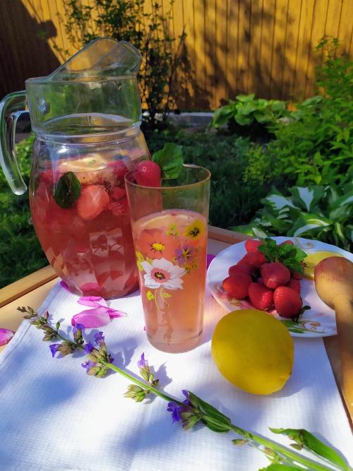 Рецепт лимонаду з полуницею