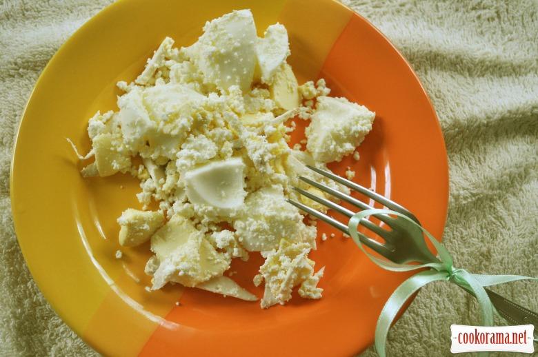 Великодній салат з яйцями і хроном