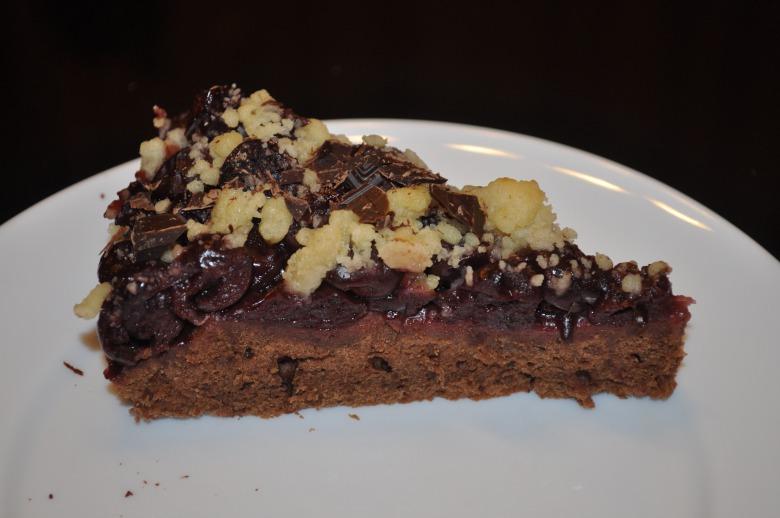 Шоколадний пиріг з вишнею