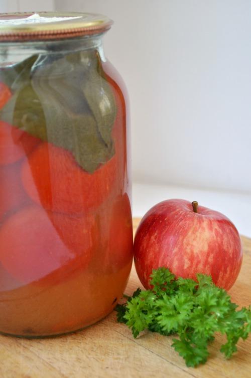 Помідори в яблучному соку