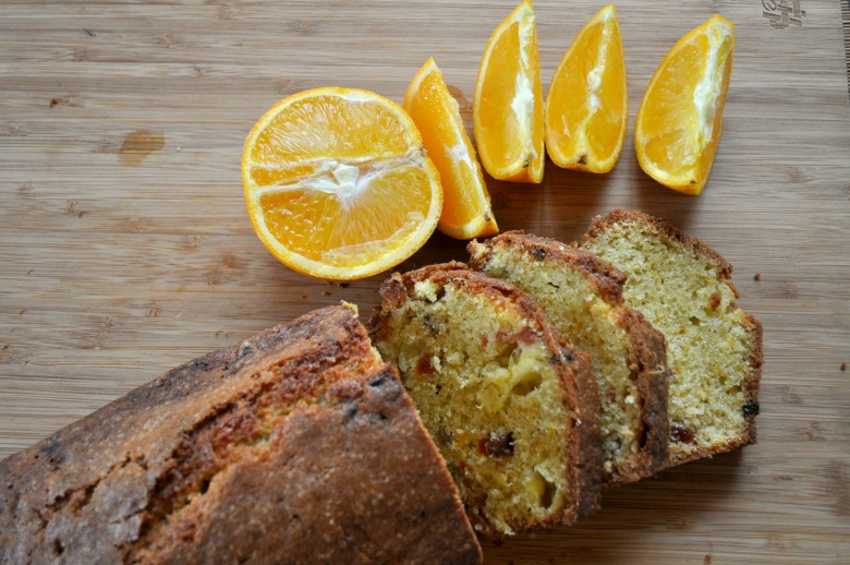 Апельсиновий кекс із курагою та родзинками