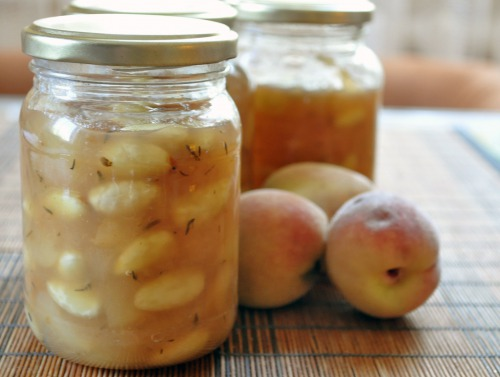 Персикове варення з мигдалем і чебрецем