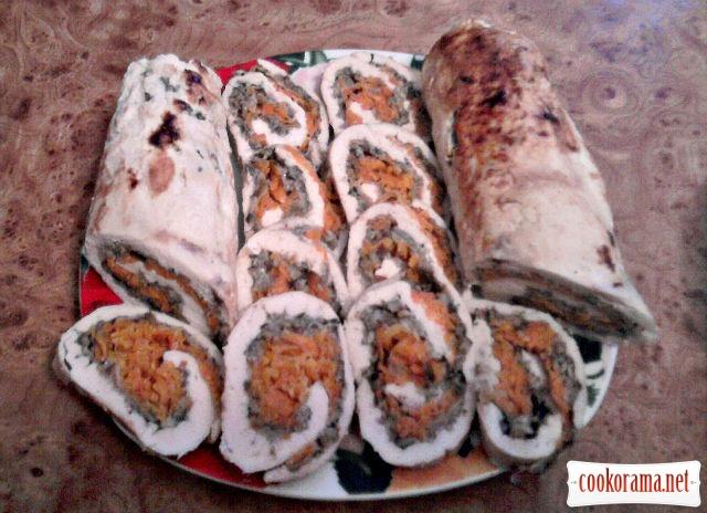 Куриный рулет с грибами и морковью
