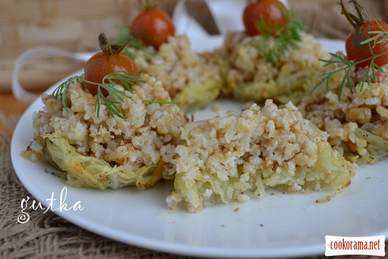 Каша з грецькими горіхами в картопляних кошичках