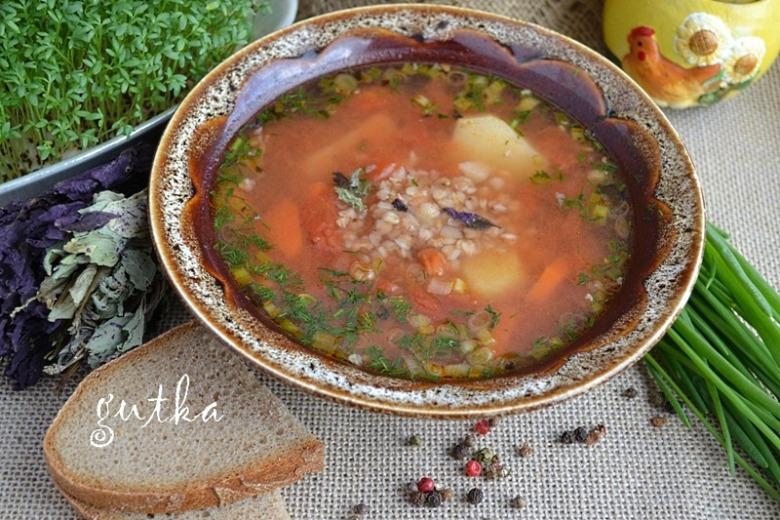 Суп томатний з гречкою