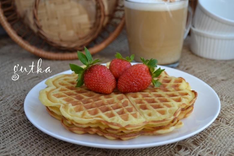 Солодкі вафлі на сніданок (рецепт для електровафельниці)