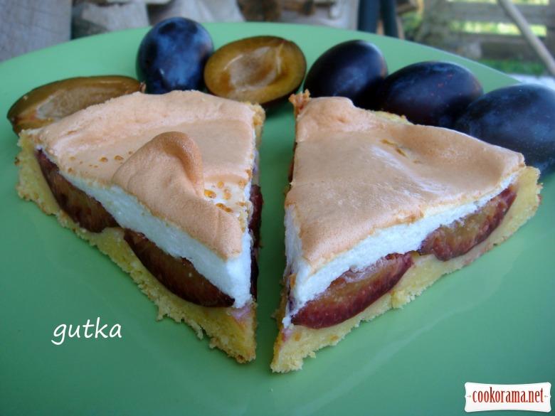Сирний пиріг зі сливами
