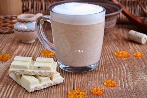 Гарячий білий шоколад з гарбузовим пюре