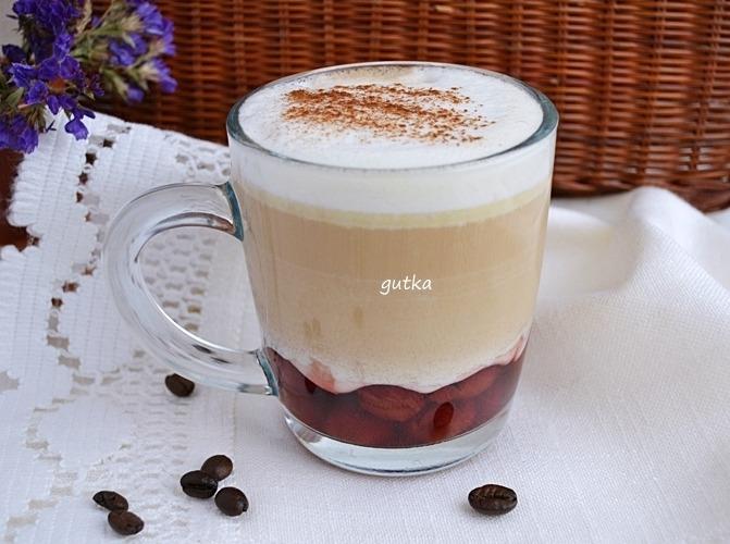 Лате з вишнею та білим шоколадом