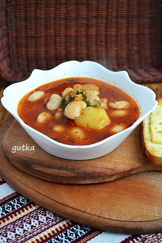 Суп з квасолі
