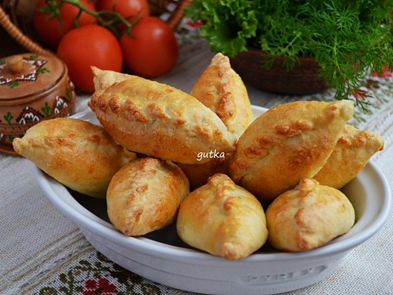 Пиріжки з сирного тіста