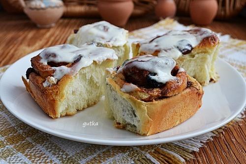 """Пиріжки-""""равлики"""" з корицею, журавлиною і горіхами"""