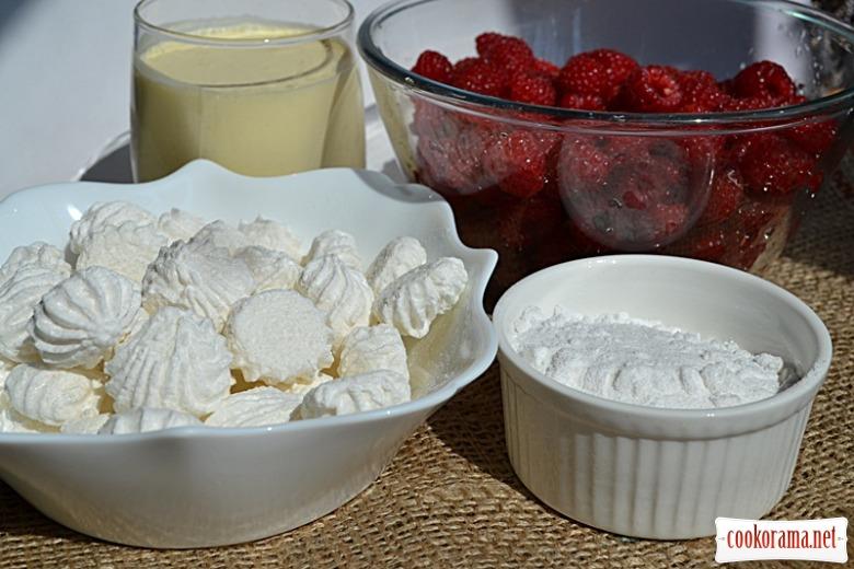 Десерт з вершків, безе та малини