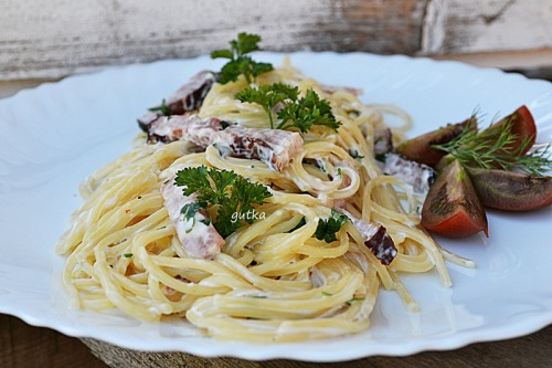 Spaghetti a la Carbonara with melted cheese