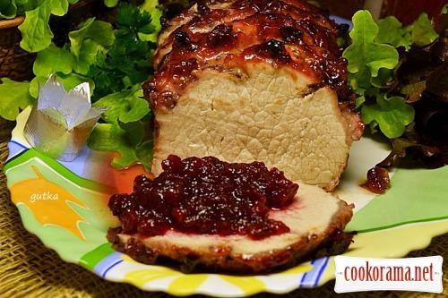 Свиная корейка под клюквенно-апельсиновым соусом