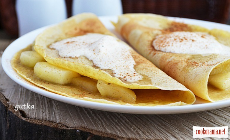Oat pancakes with apples