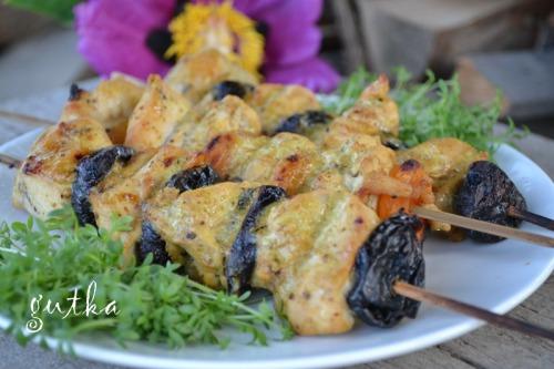 Куряче філе з чорносливом (курагою) на грилі
