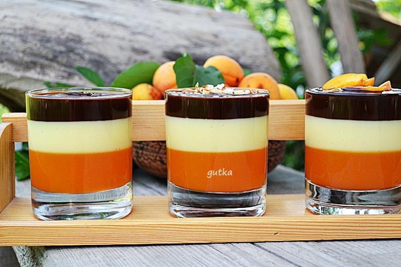 Десерт в стакане с абрикосами