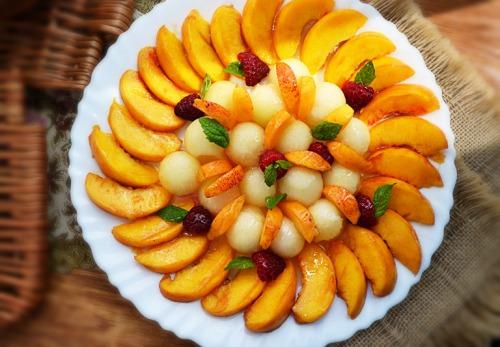 Салат из персиков и дыни. Моя неделя детокс-меню. День второй.