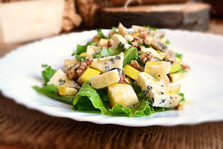 Салат из груши и сыра