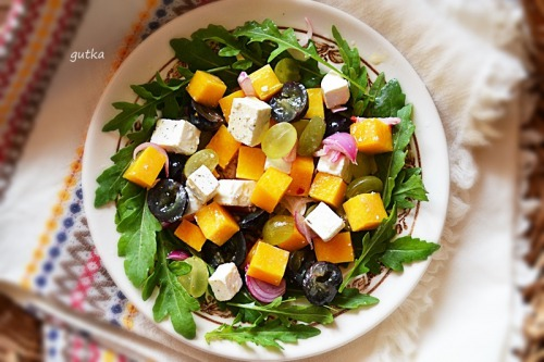Салат с тыквой, фетой и виноградом