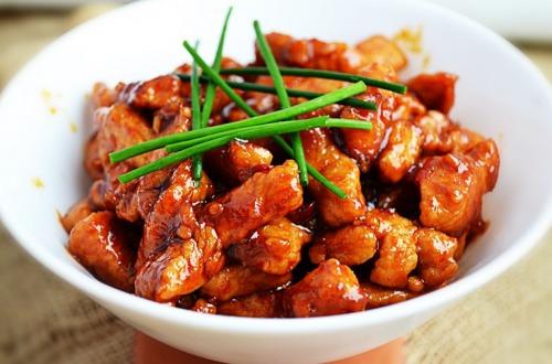 Куряче філе в гостро-солодкому соусі в китайському стилі