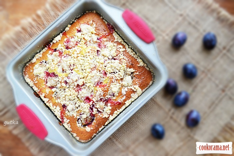 Швидкий пиріг зі сливами