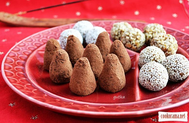 Індійські солодощі з нуту і сухофруктів