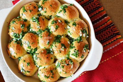 Пампушки с чесноком (к украинскому борщу)