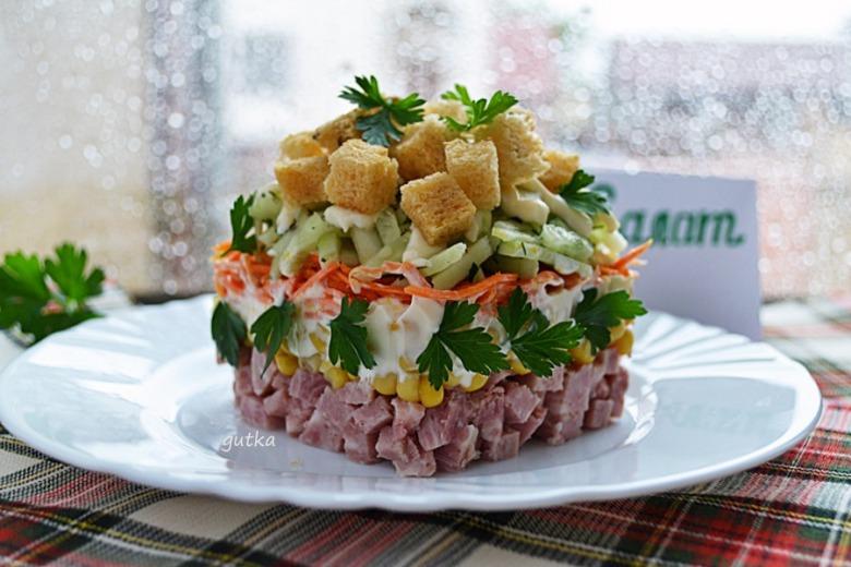 Салат з шинкою та овочами
