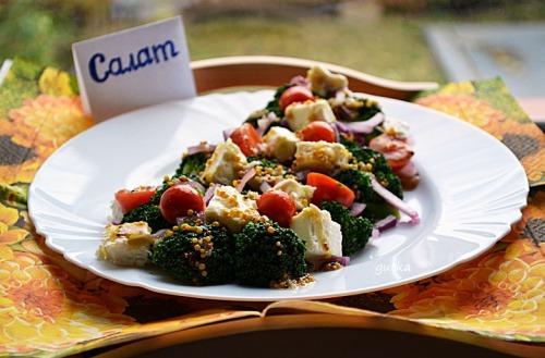 Салат з броколі, фети та помідорів