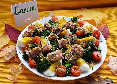 Салат з броколі та тунцем