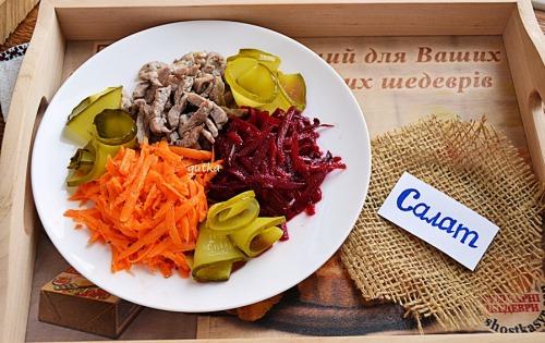 Салат із свинини, моркви та буряка