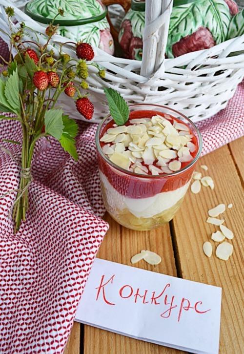 Макарони з йогуртом та полуницями