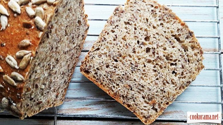 Цільнозерновий хліб (домашнього приготування) з насінням