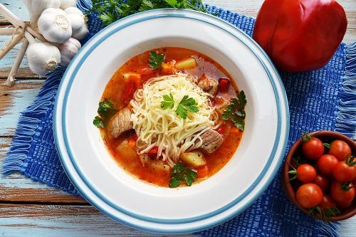 Суп з м'ясом, овочами і вермішеллю