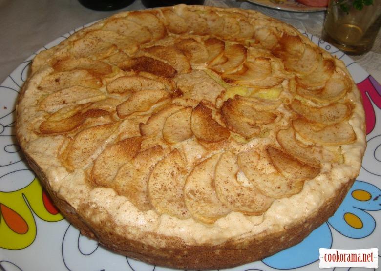 Яблучна шарлотка