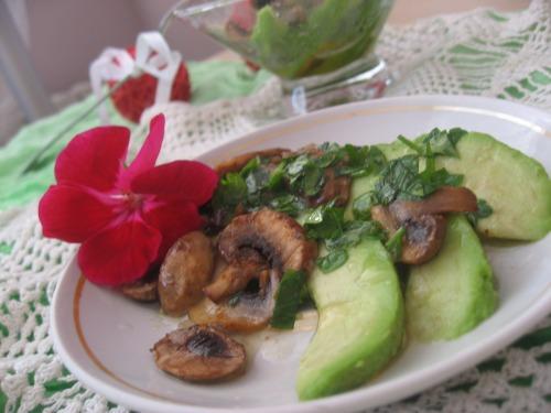 Карпаччо з грибами та авокадо